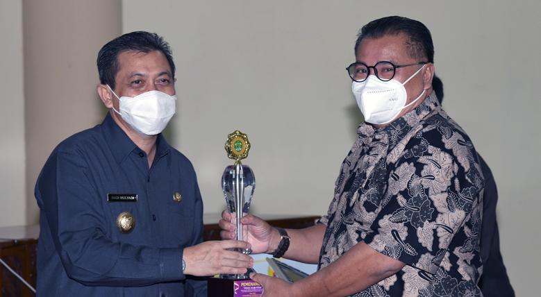 Sekdakab Kutai Barat, Terima Piagam Penghargaan Dari Pemerintah Provinsi Kaltim